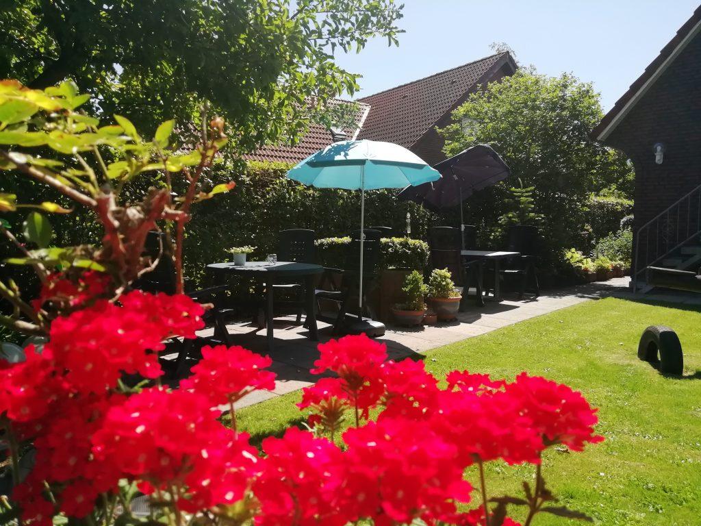 Ferienwohnung B - Sitzecke im Garten